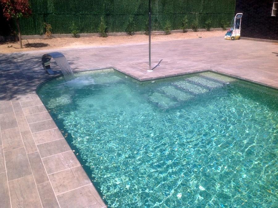 Foto piscina con jacuzzi integrado de piscinas hidromatic rosell 745922 habitissimo - Piscina con jacuzzi ...