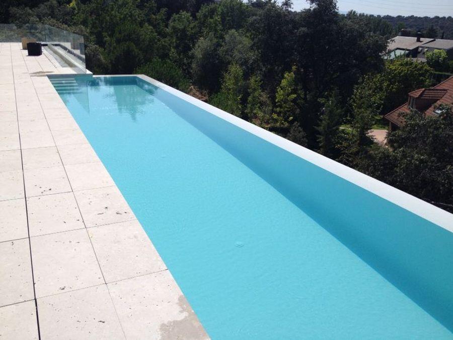 piscina con jacuzzi integrado
