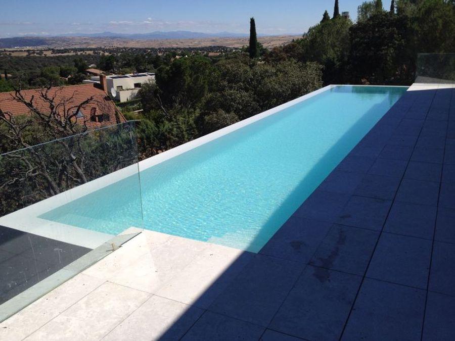 Foto piscina con jacuzzi integrado de piscinas hidromatic for Piscinas con jacuzzi precio