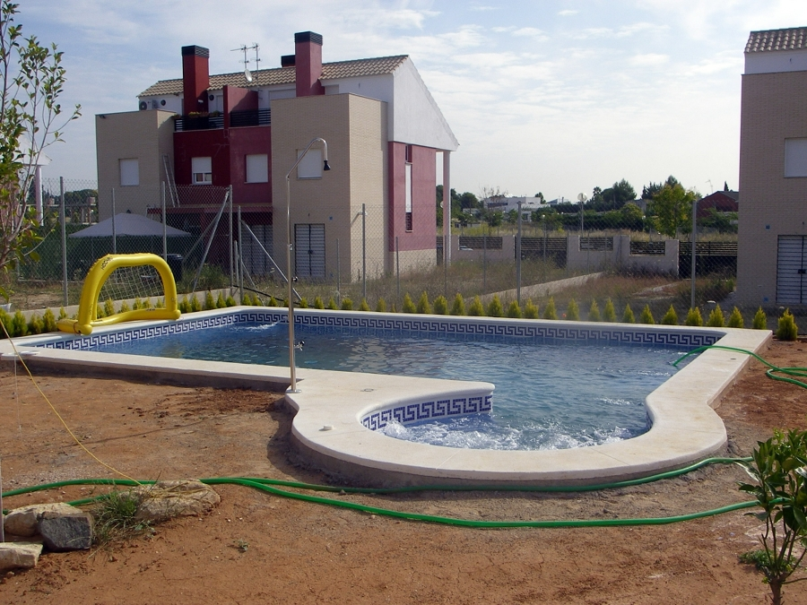 Foto piscina con jacuzzi redondo lateral de piscinas - Piscina con jacuzzi ...