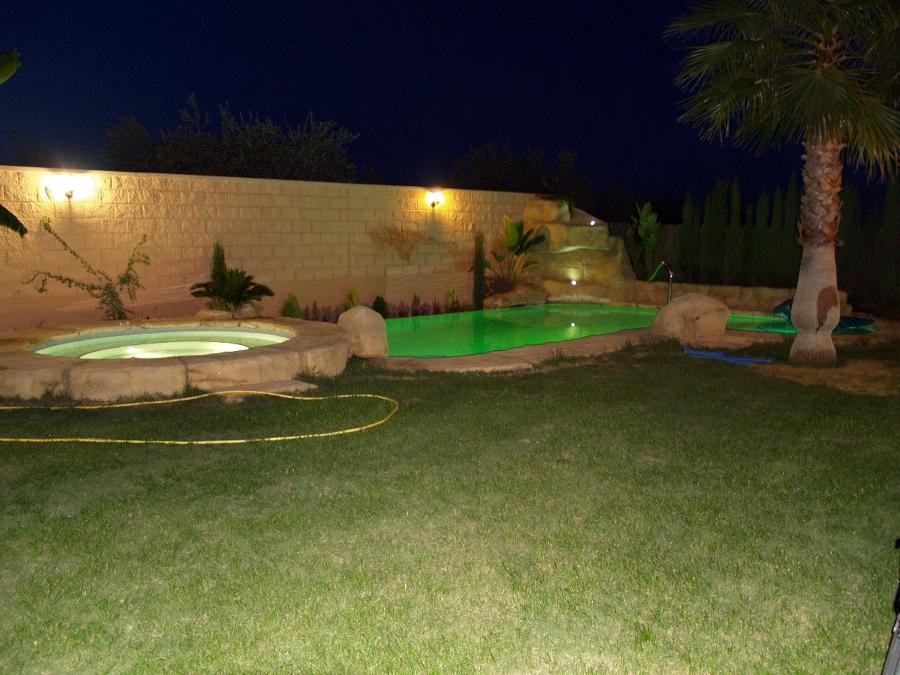 Empresas mantenimiento piscinas sevilla habitissimo for Piscinas con jacuzzi incorporado