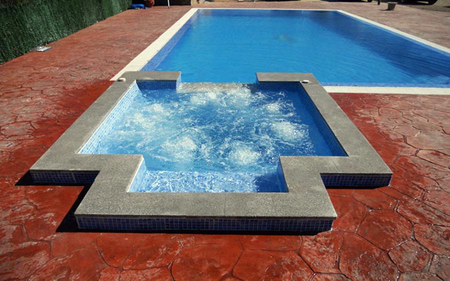 Foto piscina con jacuzzi de todosty 348127 habitissimo for Casas con piscinas fotos