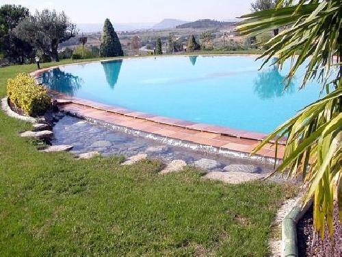 Foto piscina con peque o desbordante de piscinas palacin for Piscinas naturales cerca de toledo