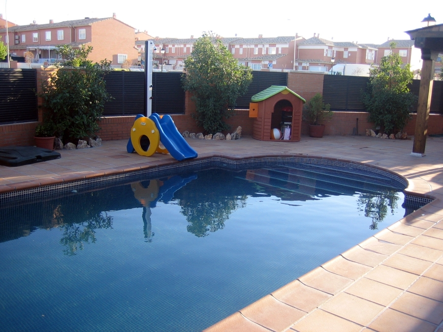 Foto piscina con piedra de gress de aguamar piscinas y decoraciones s l 213017 habitissimo - Decoracion de piscinas ...