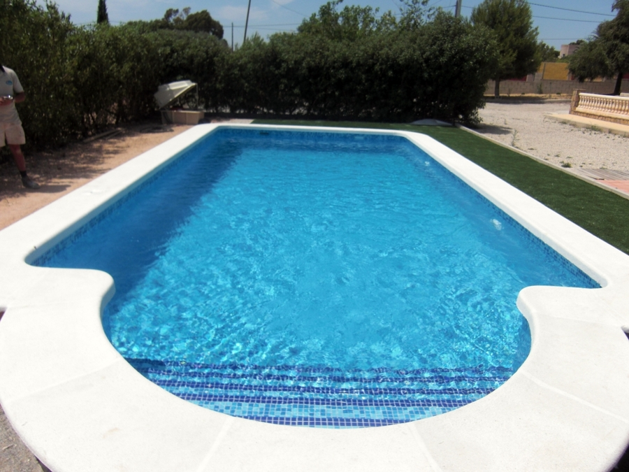 Foto piscina con romano de piscinas callosa 300763 for Cuanto cuesta piscina obra