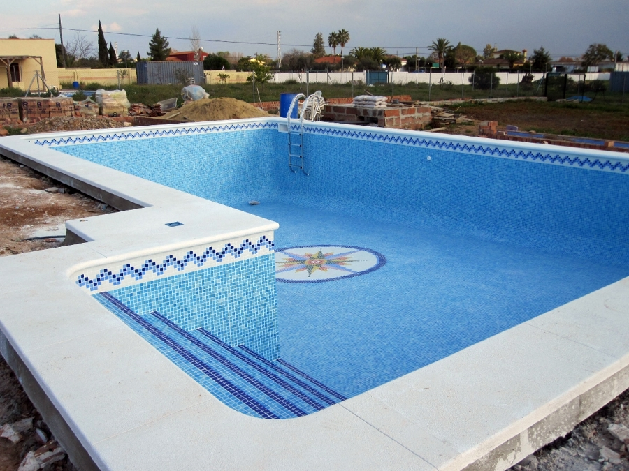 Foto piscina de 11 x 6 con escalera lateral de piscinas for Escalones piscina