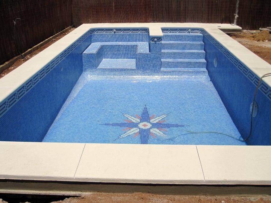 Foto piscina de 8 x 4 con jacuzzi de piscinas aquanorton for Piscinas con jacuzzi precio