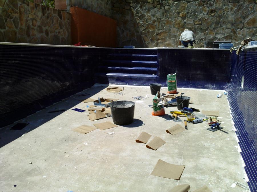 Foto piscina de gresite azul marino de piscinas el - Precio gresite piscina ...
