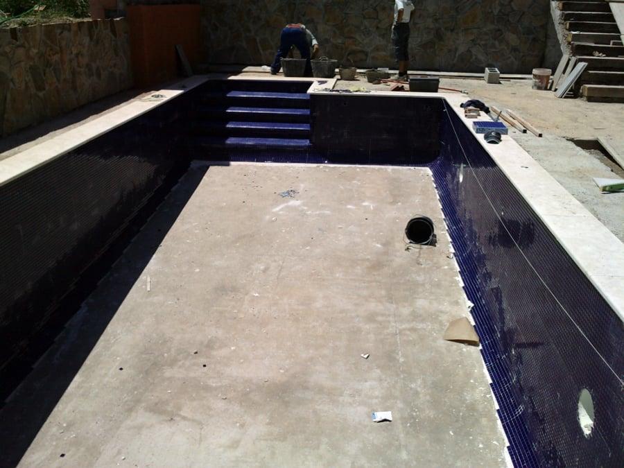 Foto piscina de gresite azul marino de piscinas el for Piscinas con gresite blanco