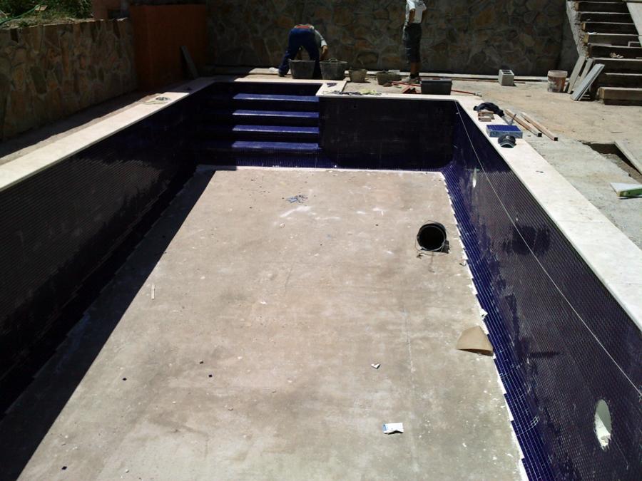 Foto piscina de gresite azul marino de piscinas el for Gresite para piscinas precios
