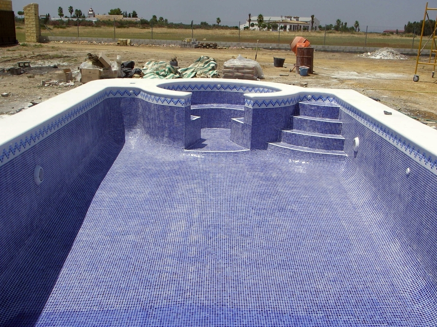 Piscinas con gresite blanco piscina residencial con for Colocar gresite piscina