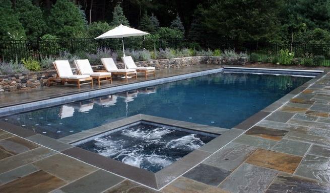 Foto piscina de jard n con jacuzzi de piscinas fraiz for Piscinas de jardin