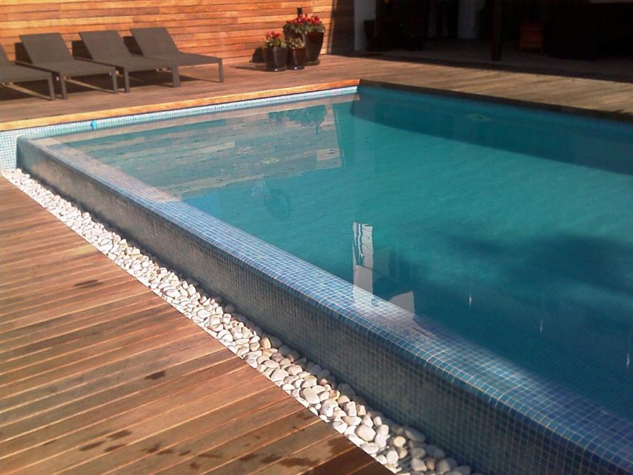 Foto piscina de obra con desbordante de tienda piscinas s for Precio construccion piscina de obra