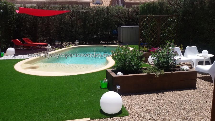 Foto piscina de poliester terminaci n natural de aesver for Piscina azuqueca de henares