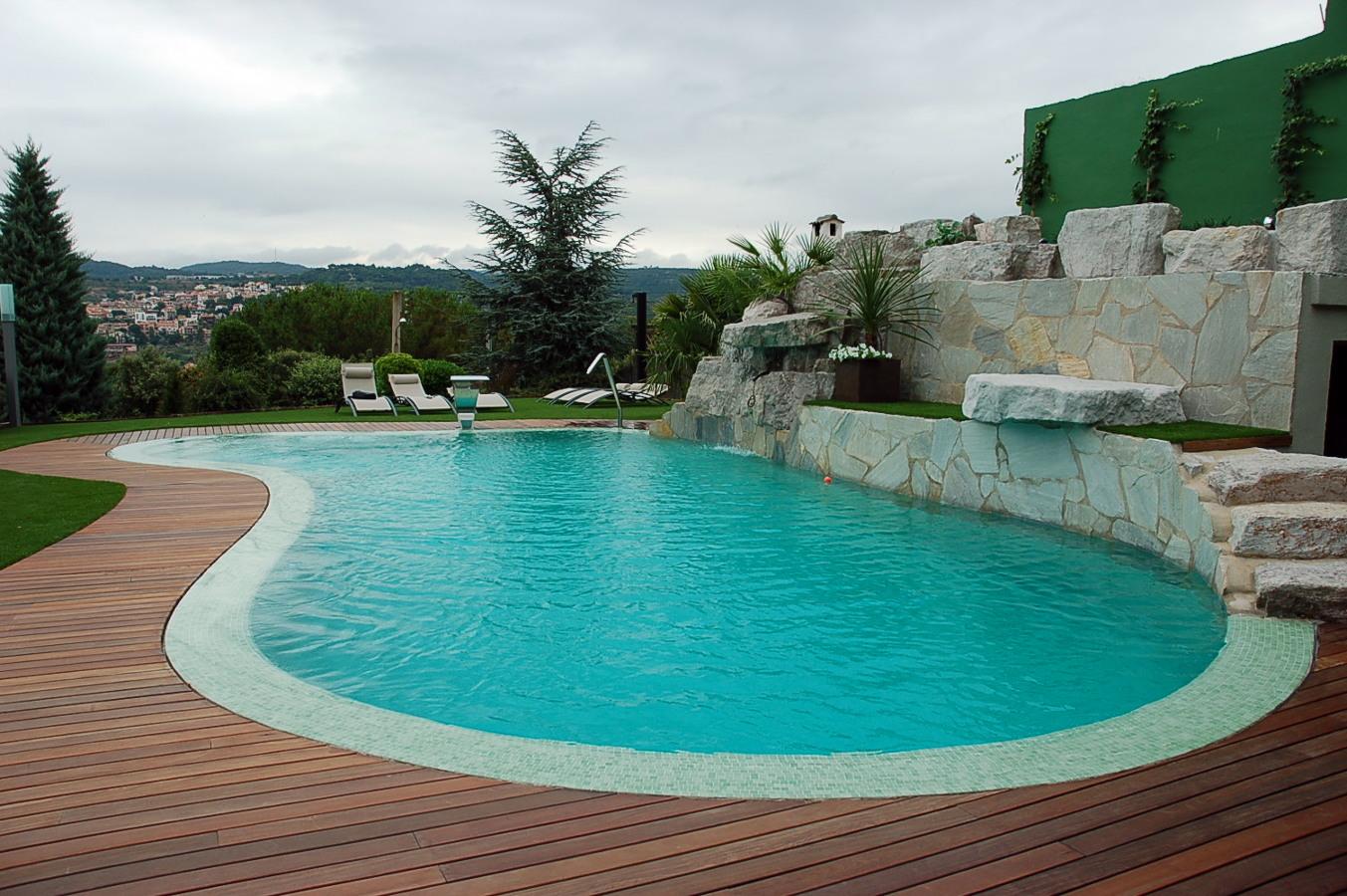 Foto piscina desbordant de piscines munt 251103 for Piscina caldes de montbui