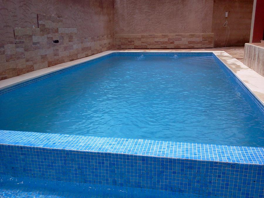 Foto piscina desbordante sin skimers de servicios levante for Detalle constructivo piscina desbordante