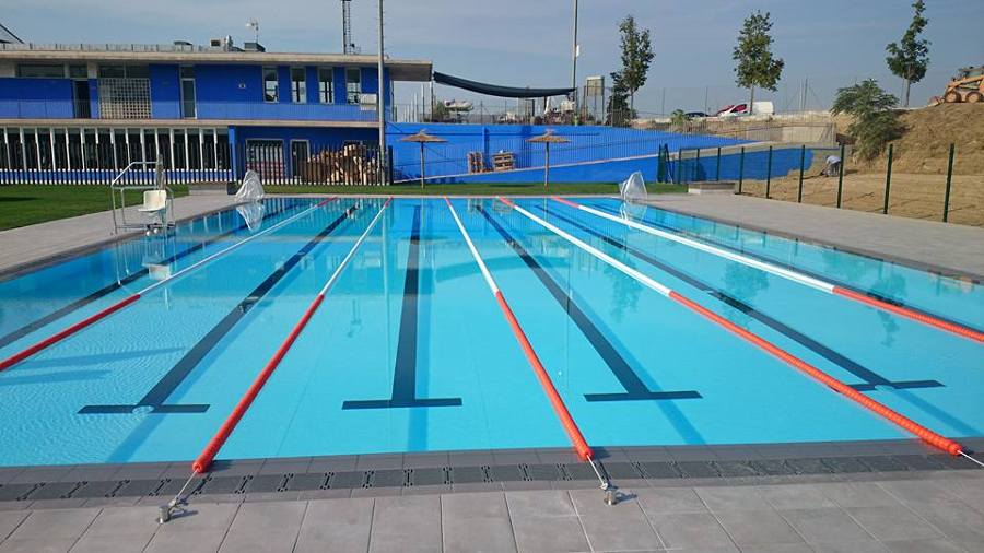 Foto piscina desbordante publica de soluciones acu ticas for Piscina publica madrid