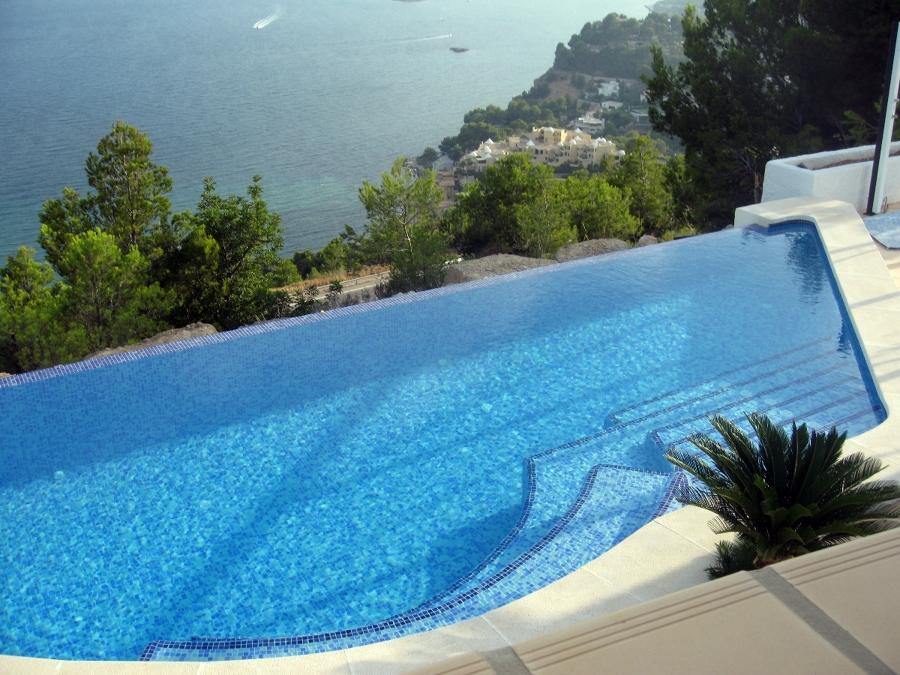 Foto piscina desbordante de piscinas sergi valencia for Piscinas desbordantes precios