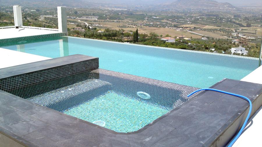 Foto piscina desbordante de delineante top grafo diego - Piscina lepanto cordoba precios ...