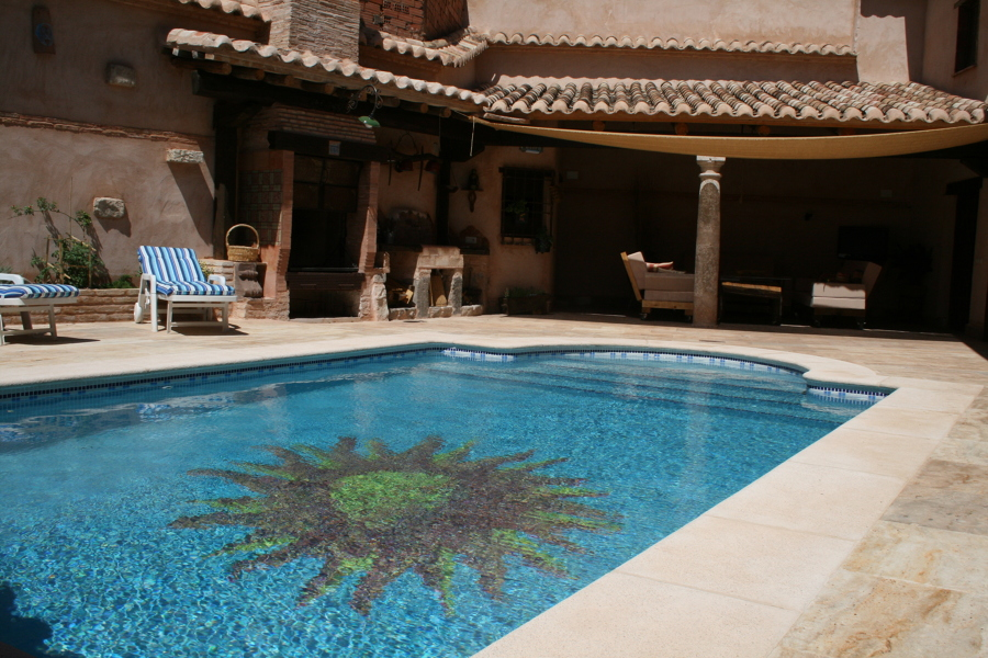 Foto piscina con dibujo de gresite de piscinas tomelloso for Dibujos para piscinas en gresite