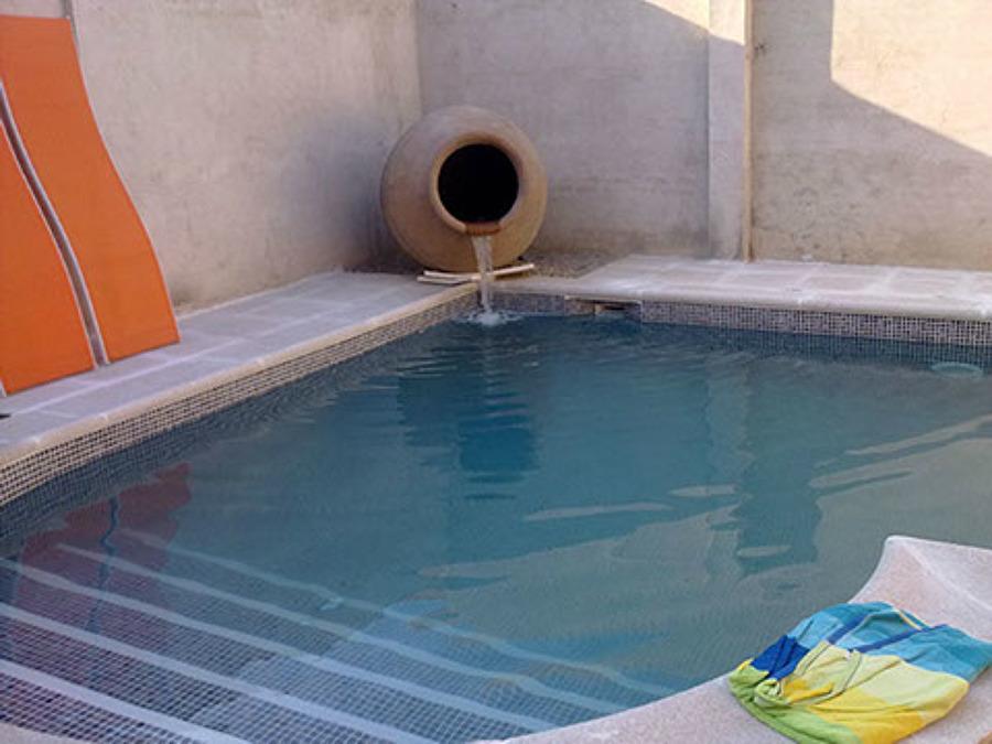 foto chorro piscina de construcciones y reformas leimar