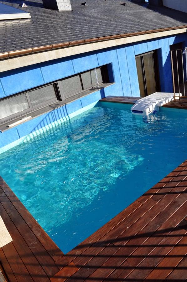 Foto piscina en cubierta terraza de vivienda unifamiliar for Piscina cubierta zaragoza