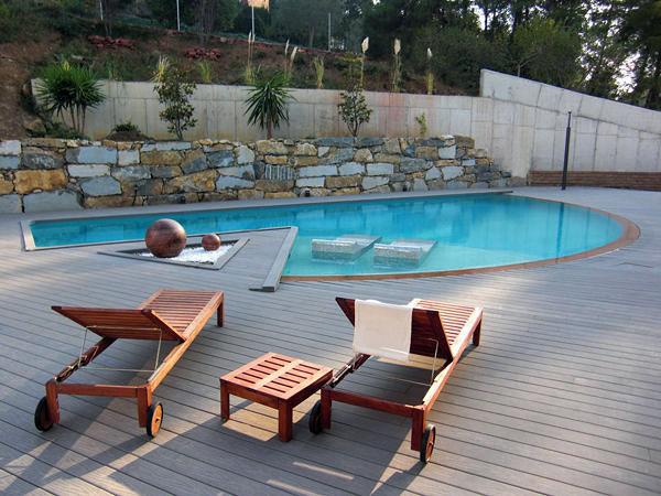 Foto piscina forma irregular de piscinas fraiz 387489 for Formas para piscinas
