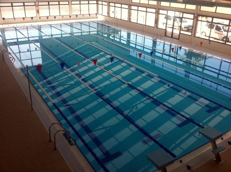 Foto piscina municipal de aguilas de sol y agua 2m for Piscina municipal avila
