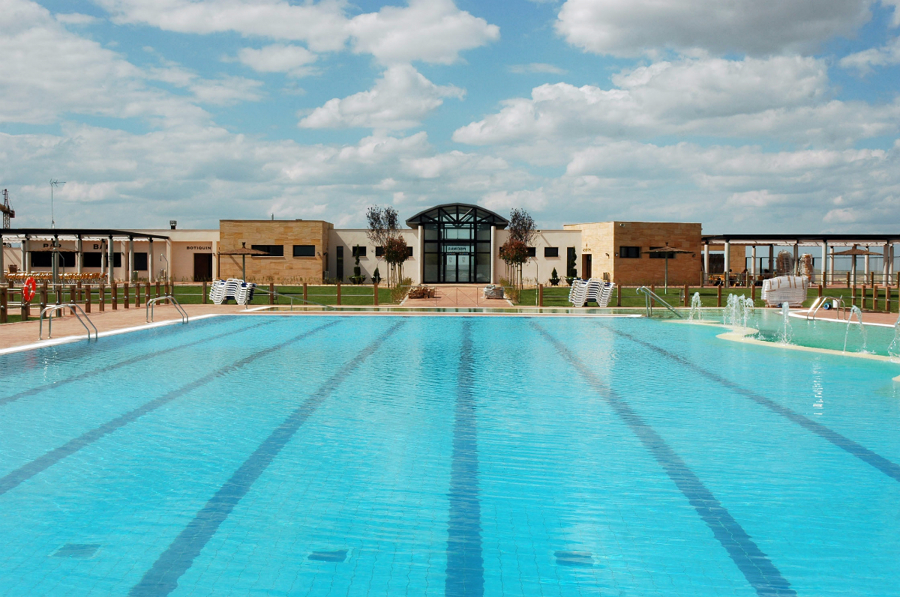 Foto piscina municipal en valverde del majano de joaquin for Piscina publica zaragoza