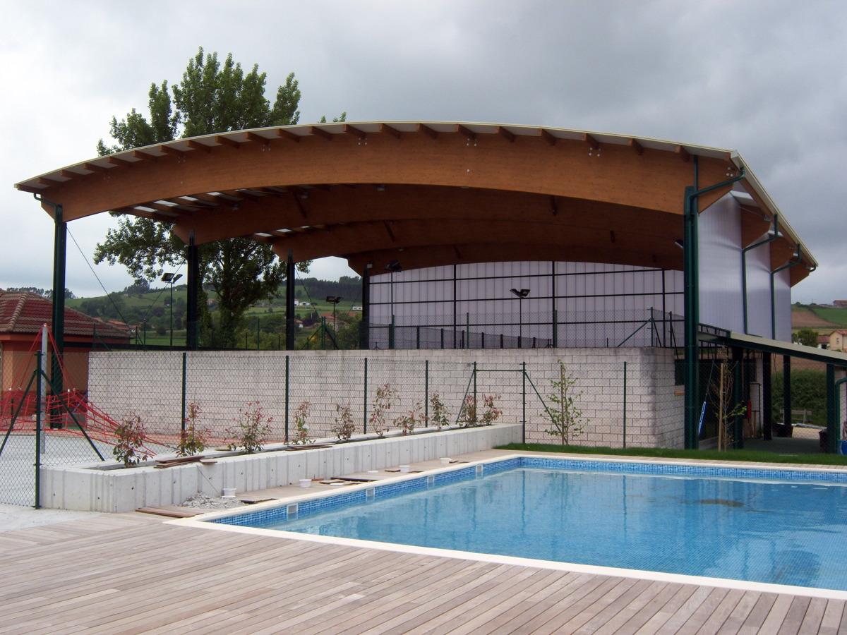 Foto piscina municipal y cubierta de pistas de p del en for Piscina municipal avila