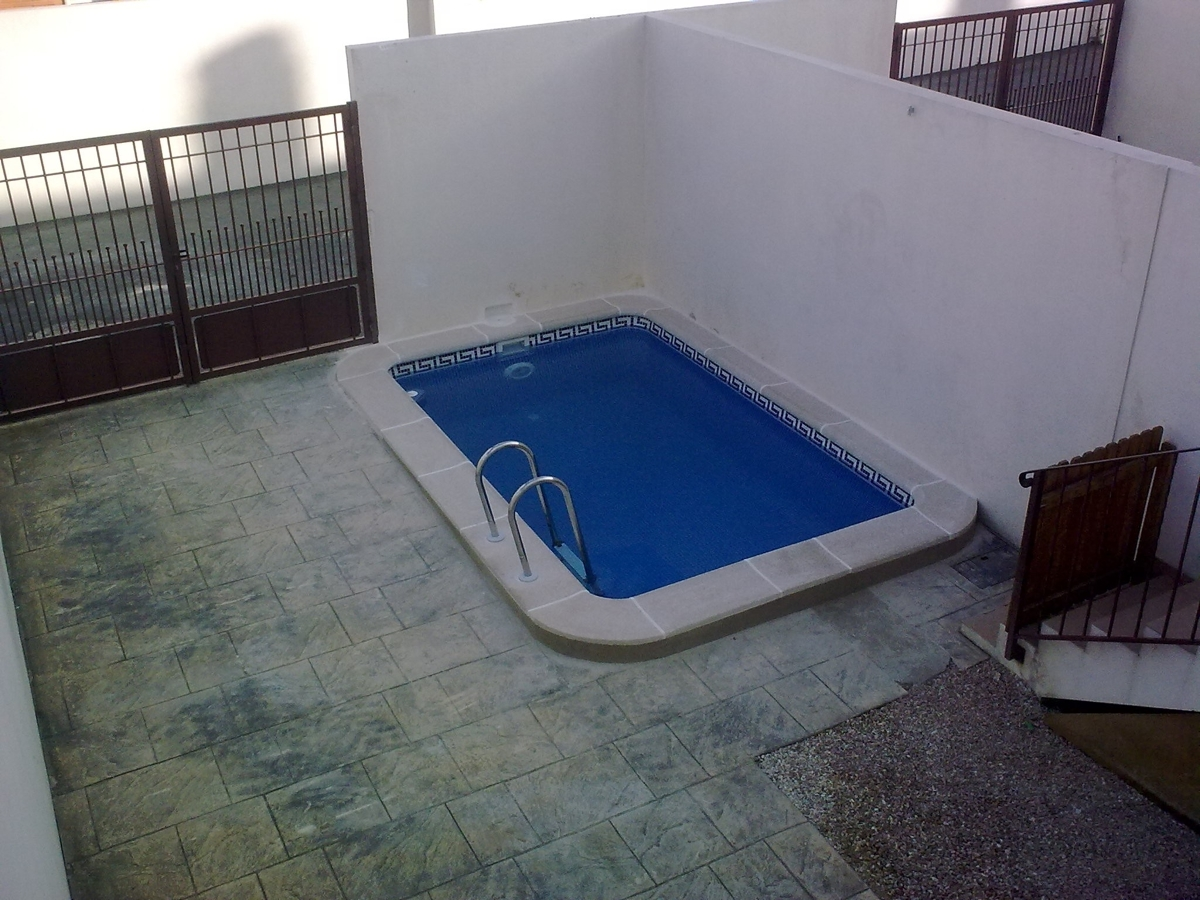 Foto piscina para parcelas peque as de piscinas ferma for Piscinas para enterrar precios