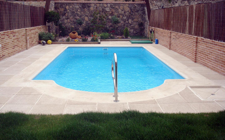 Foto piscina pasamanos de piscinas brunete 436350 for Multiforma piscinas
