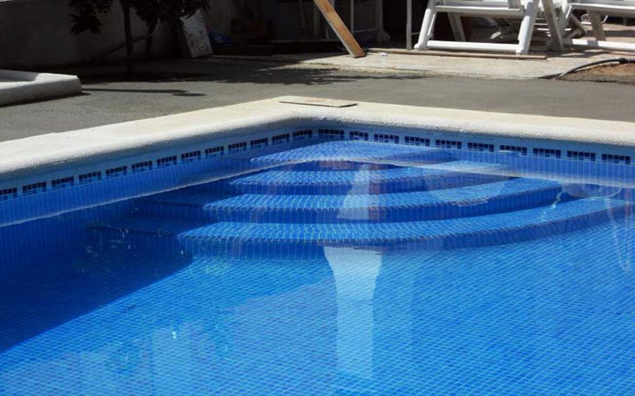 Foto piscina privada color azul de todosty 348124 for Oficina zona azul talavera