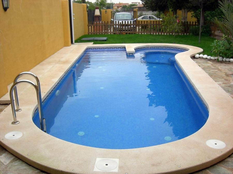 Foto piscina privada en la torre alta de sol y agua 2m for Piscina privada
