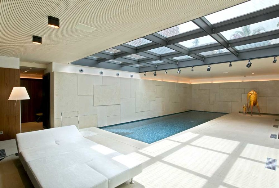 Foto piscina spa interior de emili s nchez interiors for Piscina interior