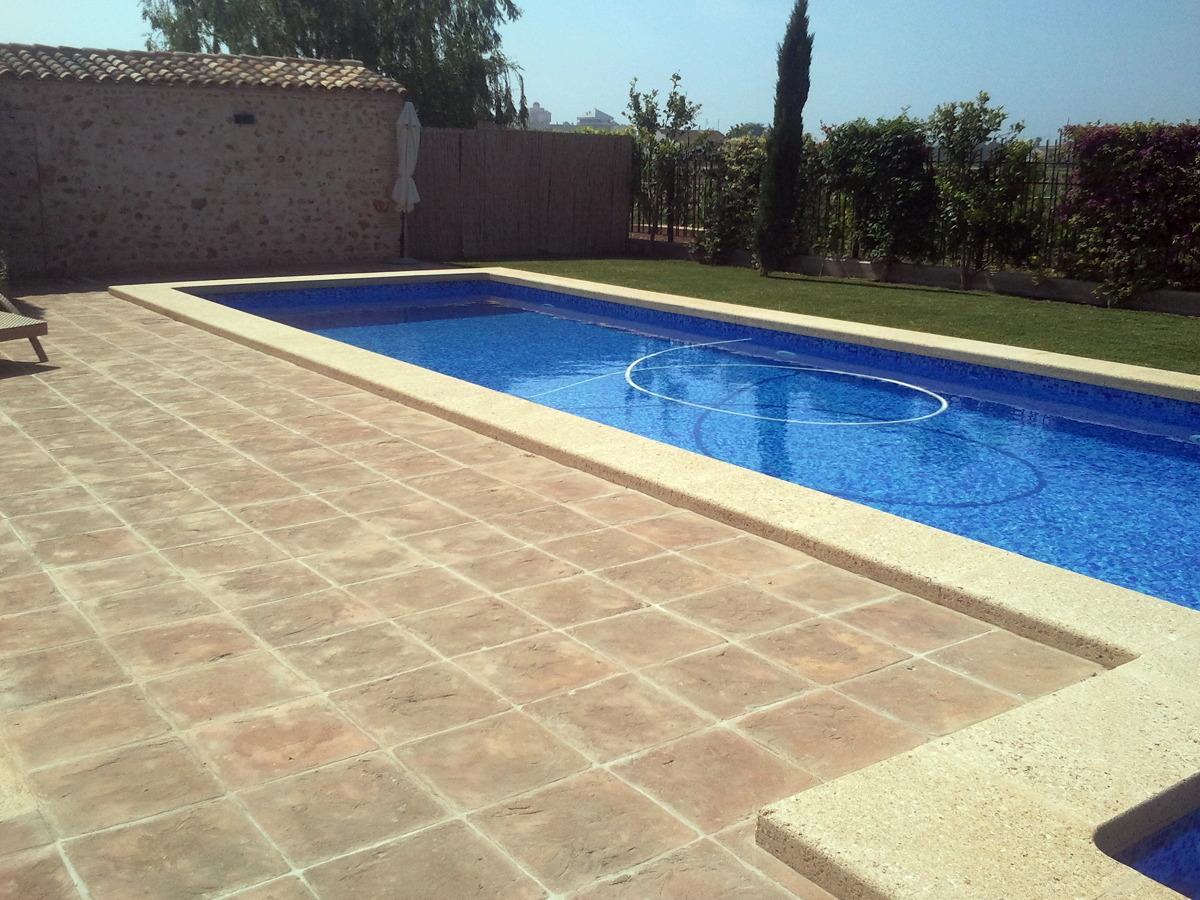 Foto piscina y entorno de j m 2 c b 368620 habitissimo for Jm decoracion granada