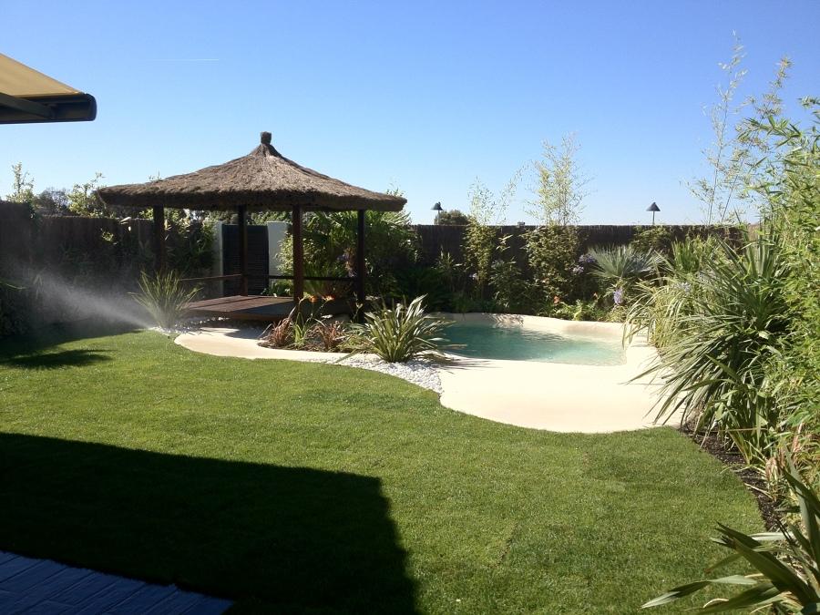 Foto piscina y p rgola jard n de aeja global services s l for Piscina y jardin 2002 s l