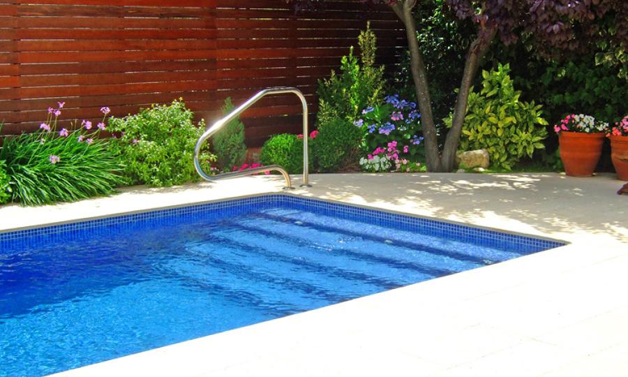 Foto entrada a piscina de piscinas dama 1056477 for Piscinas portatiles cuadradas