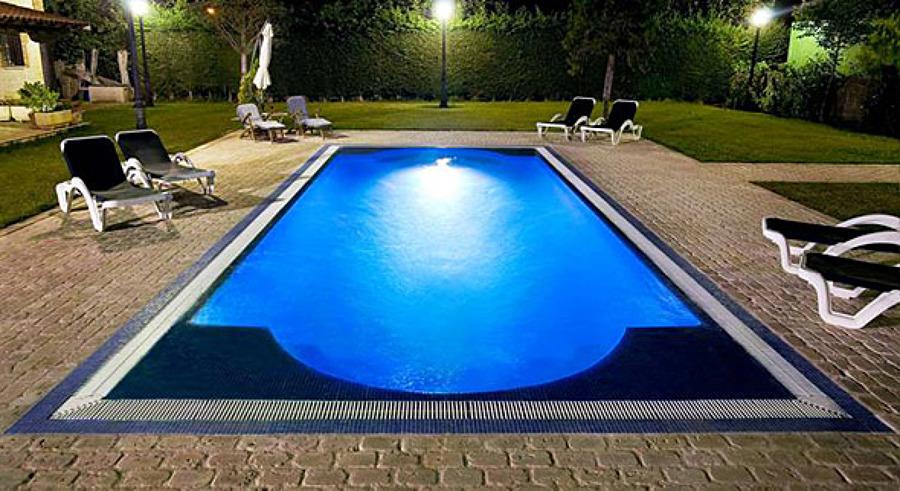Foto piscinas de poliester de piscinas dama 1055710 for Piscinas infantiles baratas