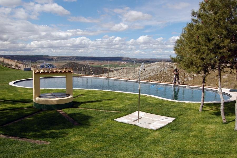 Foto piscinas albercas para entornos rurales de pool for Construccion de piscinas en mexico