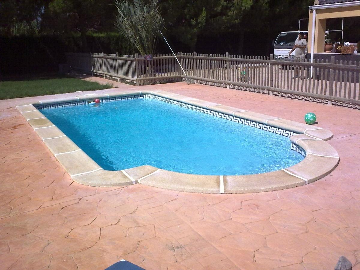 foto piscinas con cenefa de piscinas ferma 233030