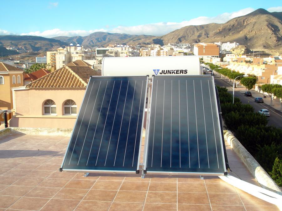Foto placa solar agua caliente junkers en almer a de - Agua caliente solar ...