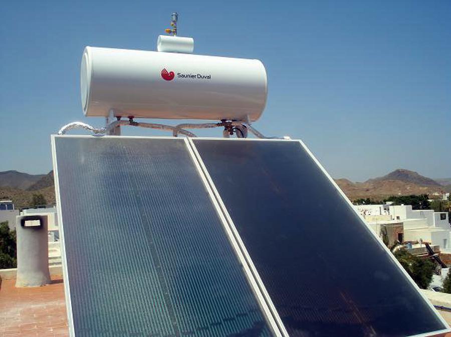 Placa solar agua caliente Saunier Duval en Almeria