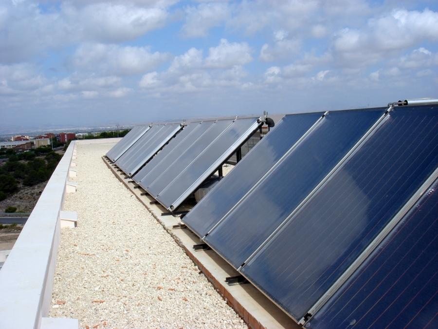 Foto placas solares de jmi servicios 310899 habitissimo for Placas solares barcelona