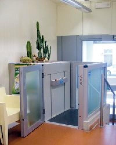 plataforma vertical con puertas