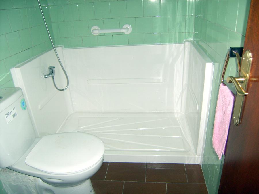 Foto 3 bis plato de ducha antideslizante de baduc for Agarradera para ducha