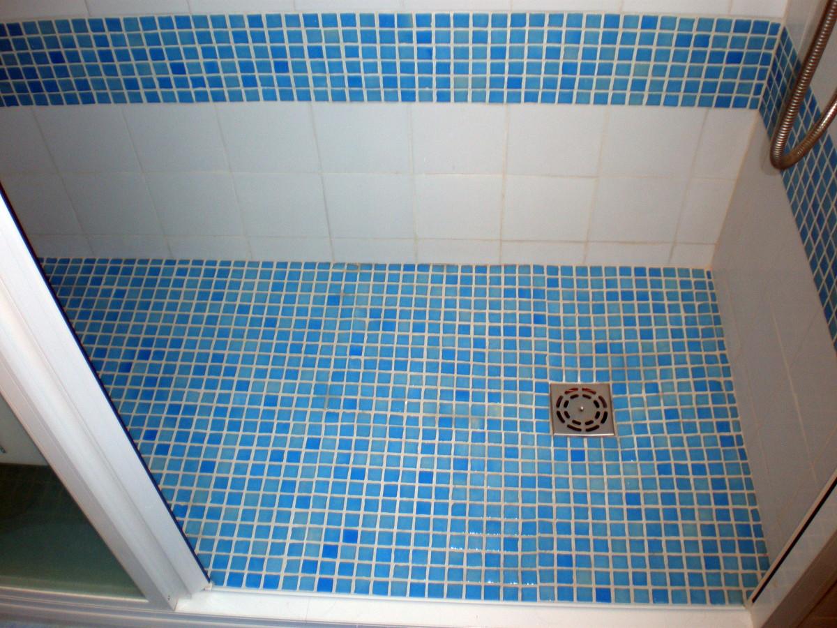 Foto plato de ducha con gresite de corema construcciones - Suelos antideslizantes para duchas ...