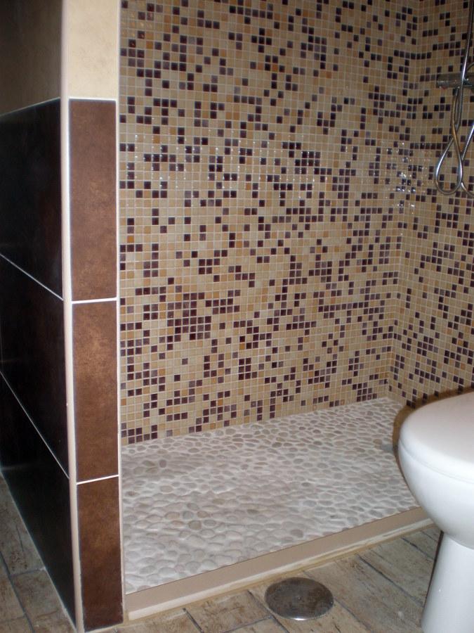 Foto plato de ducha de obra con piedra natural de corema - Platos de duchas de obra ...