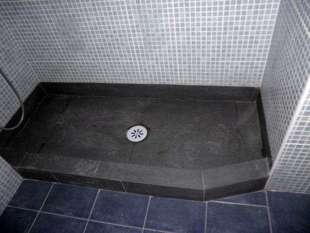 Plato de ducha de obra, piedra natural (PIZARRA)