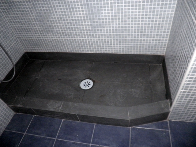 Foto plato de ducha de obra piedra natural pizarra de luxury decoraci n 186127 habitissimo - Plato de ducha de obra ...